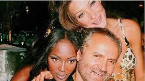 naomi e Versace